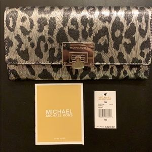 NEW Micheal Kors Tina Carryall Silver Wallet